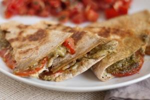 pesto-and-tomato-quesadilla